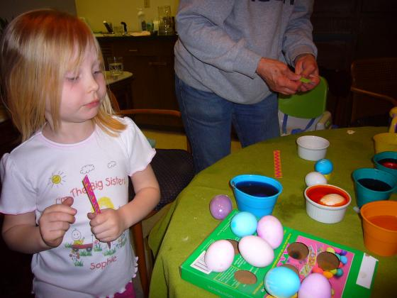 Sophie dying easter eggs