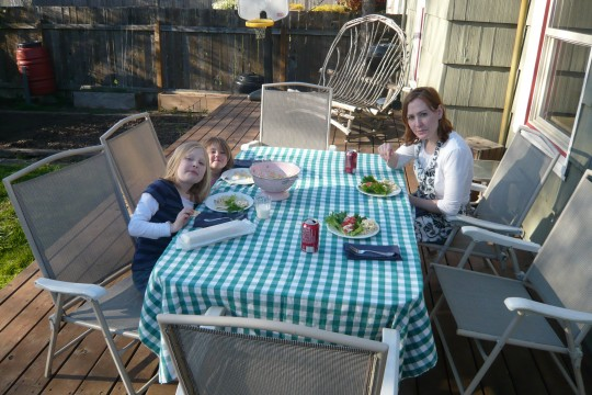 03_firstspringdinneroutside